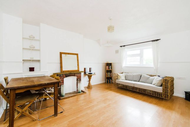 Thumbnail Maisonette to rent in Townholm Crescent, Northfields