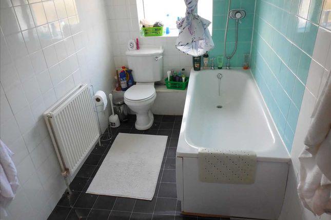 Bathroom of Amity Road, Reading RG1
