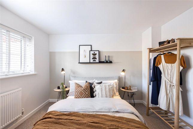 1 bed flat for sale in Hersham Road, Hersham, Surrey KT12