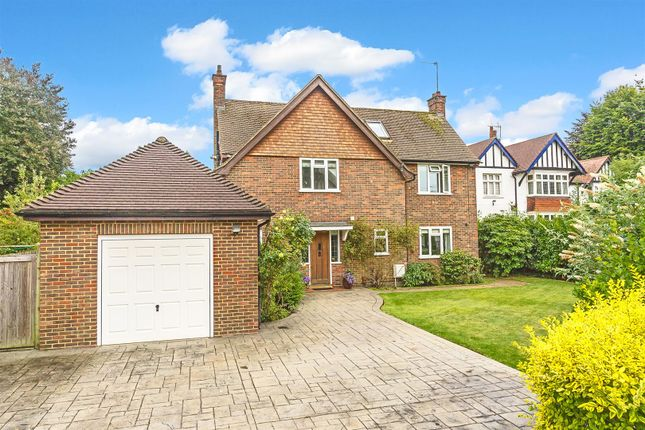 Thumbnail Detached house for sale in Cross Road, Tadworth