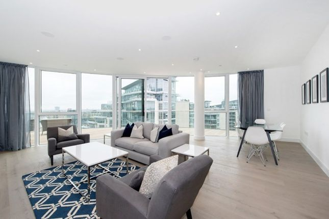Thumbnail Flat to rent in The Pinnacle, Battersea Reach