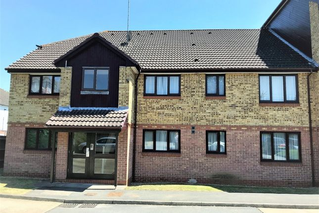 Thumbnail Flat to rent in Hunters Lane, Leavesden, Watford