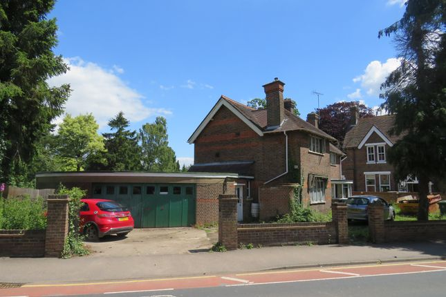 Thumbnail Detached house for sale in Langley Road, Watford