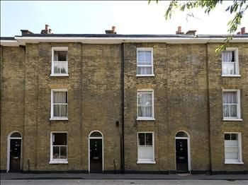 Thumbnail Terraced house to rent in Upper North Street, London