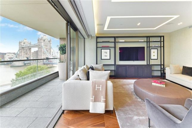 Thumbnail Flat to rent in Blenheim House, Crown Square, London