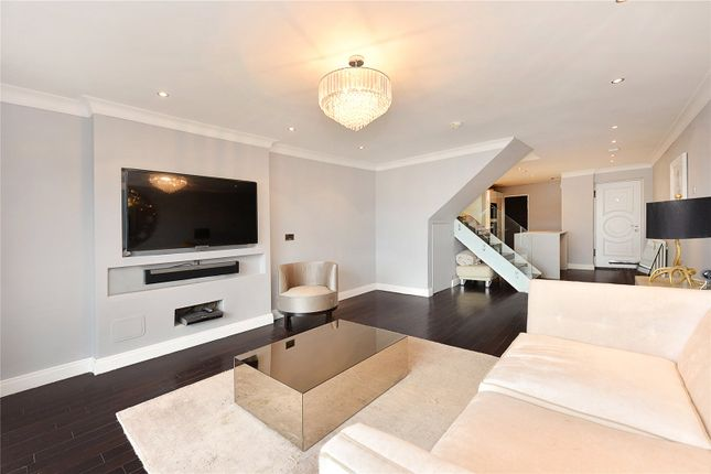 Thumbnail Terraced house for sale in Mariners Mews, London