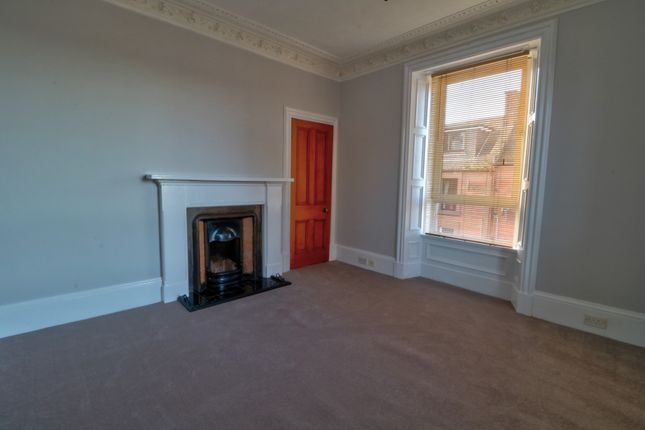 Lounge & Fireplace