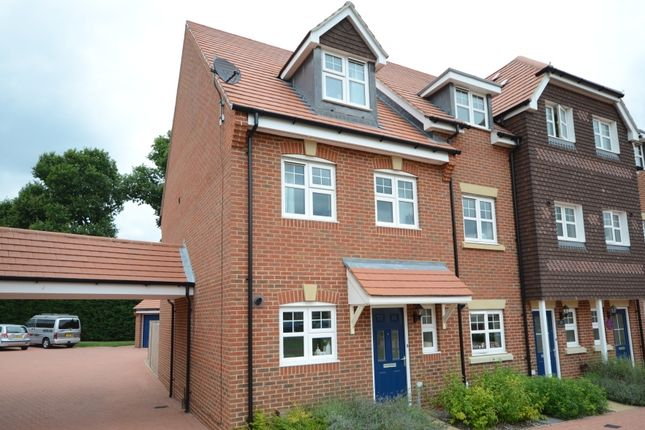 3 bed end terrace house to rent in Waterers Way, Bagshot