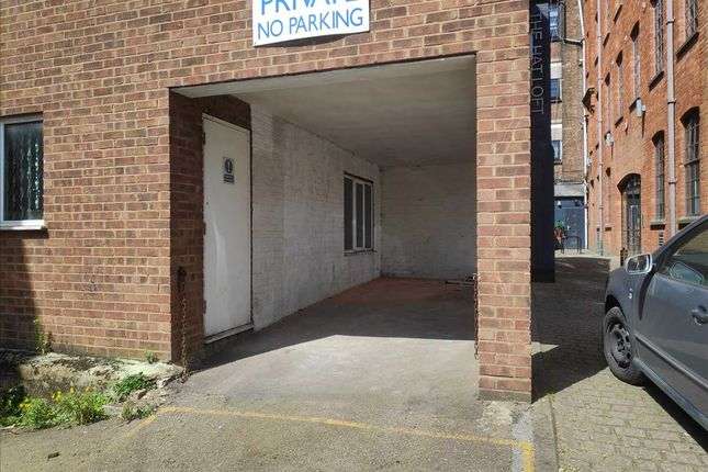 Thumbnail Flat for sale in Guildford Street, Luton, Luton