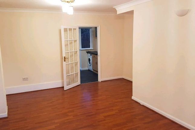 Thumbnail Semi-detached house to rent in Severn Crescent, Slough
