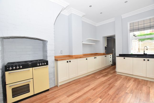 Thumbnail Town house to rent in Princes Road, Penkhull, Stoke On Trent