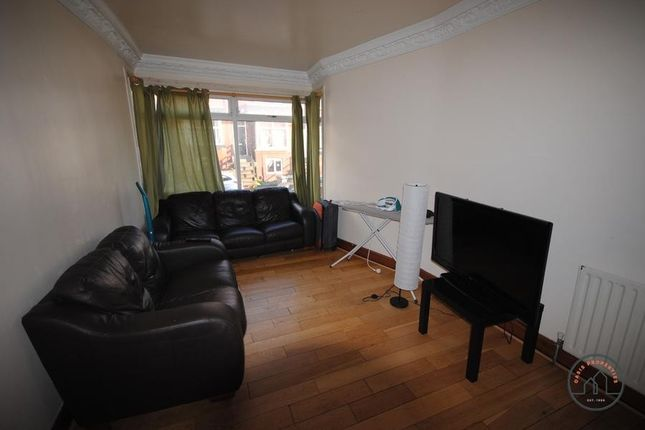 Thumbnail Terraced house to rent in 58 Manor Drive, Hyde Park