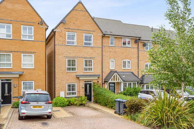 4 bed property to rent in Gallows Way, Hertford SG13