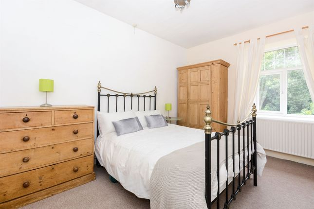 3 bedroom end terrace house for sale in The Dukes Drive, Ashford-In-The-Water, Bakewell