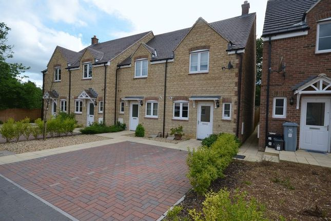 Thumbnail Terraced house to rent in Chamberlain Close, Carterton