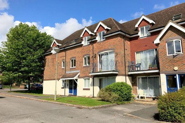 Thumbnail Flat to rent in Ladbroke Road, Redhill