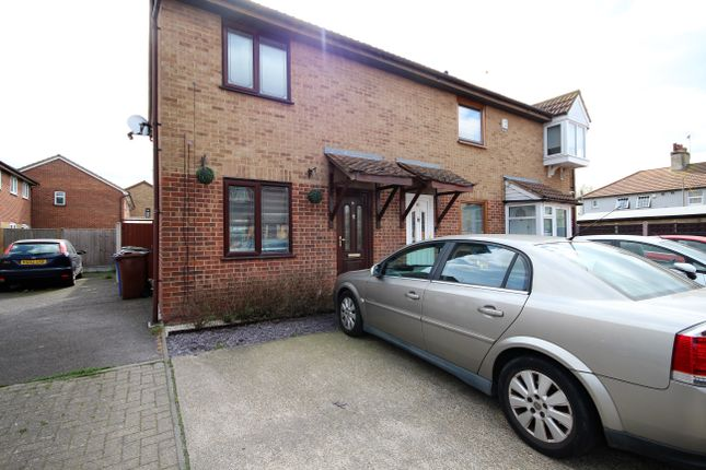 2 bed end terrace house to rent in Burns Place, Tilbury RM18