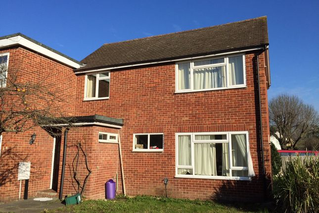 Thumbnail Property to rent in Spring Rise, Egham, Surrey