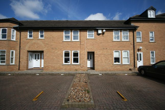 2 bed flat to rent in The Croft, Stamford PE9