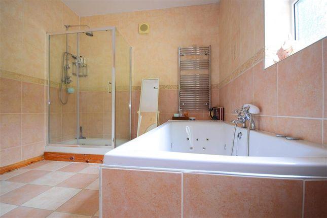 En-Suite of Kinfauns Avenue, Hornchurch, Essex RM11