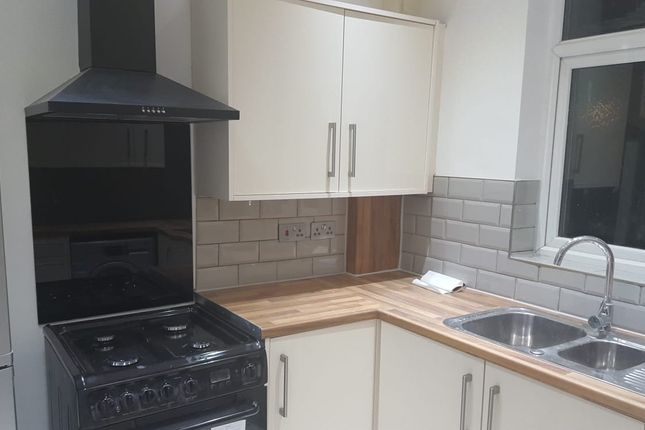 Thumbnail Maisonette to rent in Drakes Lane, Enfield
