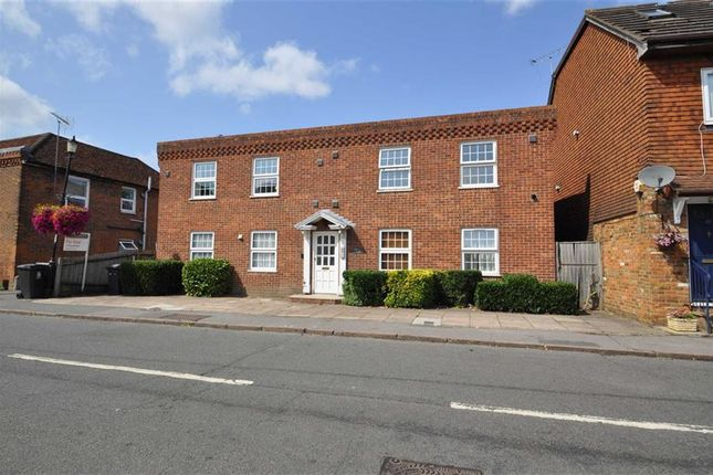 Thumbnail Flat for sale in High Street, Wraysbury, Berkshire