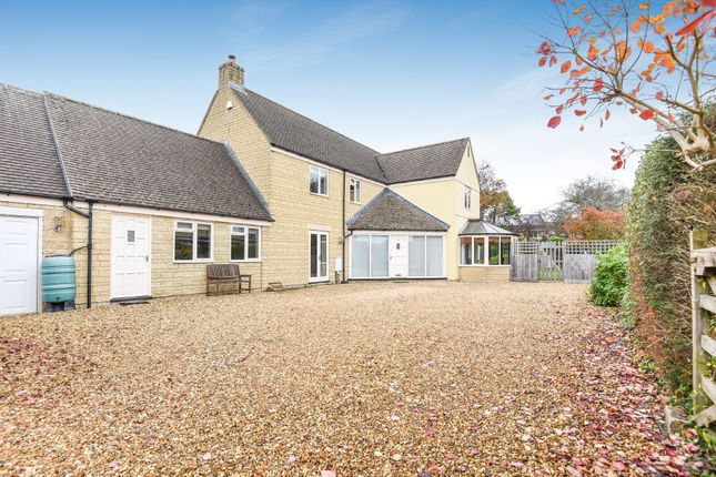 Thumbnail Detached house for sale in Kingsmead, Lechlade
