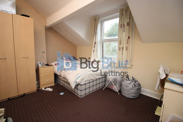 Thumbnail Flat to rent in 12 Regent Park Avenue, Hyde Park, Six Bed, Leeds