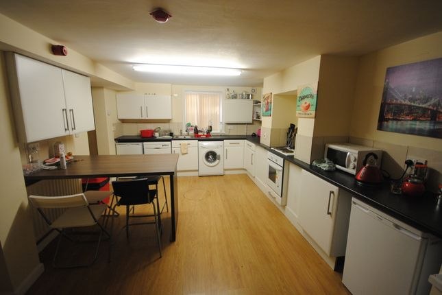 Thumbnail Terraced house to rent in 43 Mayville Avenue, Hyde Park