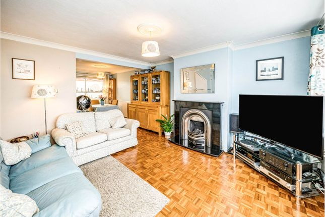 Thumbnail Terraced house for sale in Littleworth Road, High Wycombe