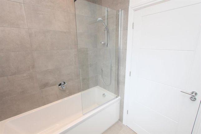 Bath B of Manor Road, Wallington SM6