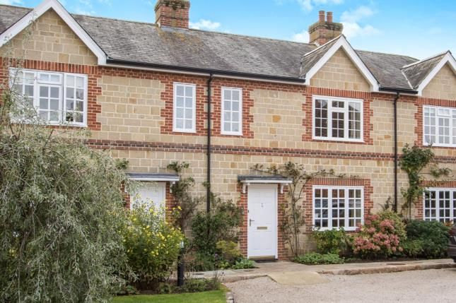 2 bed terraced house for sale in Midhurst, West Sussex, .