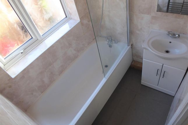 Bathroom of Lindsay Close, Stanwell, Staines-Upon-Thames TW19