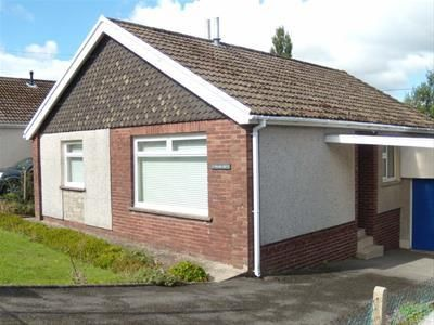 Thumbnail Bungalow to rent in Maesycoed, Ammanford