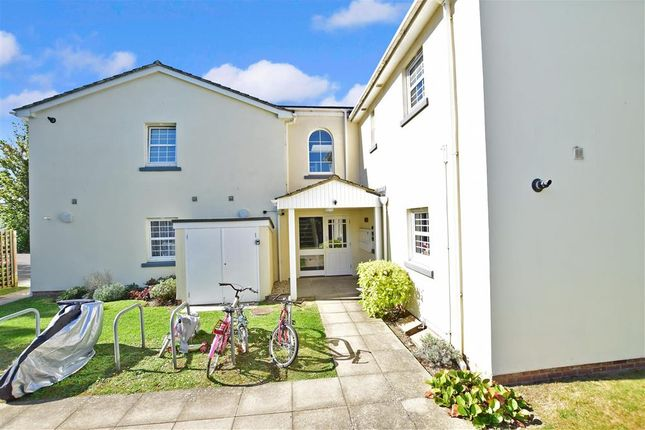 Thumbnail Flat for sale in Godwin Way, Horsham, West Sussex