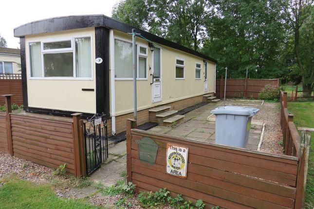 2 bed mobile/park home for sale in Carlton Manor Park, Carlton-On-Trent, Newark