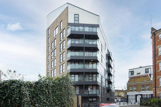2 bed flat to rent in Esker Place, London E2