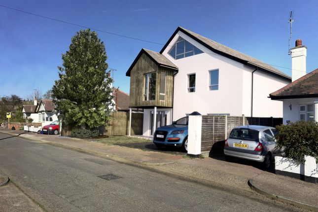 2 bed flat to rent in Pavilion Drive, Leigh-On-Sea