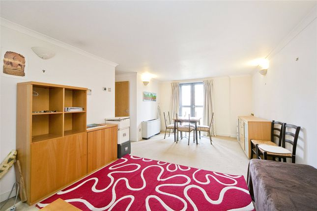 2 bed flat to rent in Wormwood Street, Liverpool Street