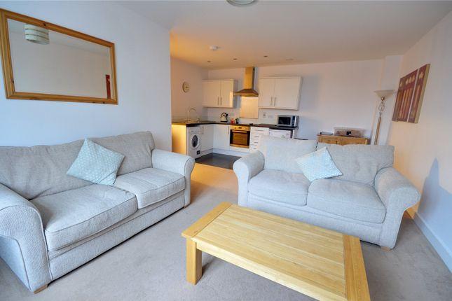 Thumbnail Flat to rent in Bonehurst Road, Horley, Surrey