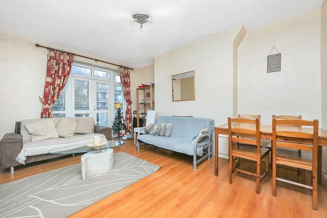 Living Room Alt of Windsor House, Portland Rise, London N4