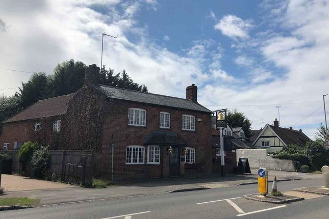 Thumbnail Pub/bar for sale in Aylesbury Road, Bierton, Aylesbury