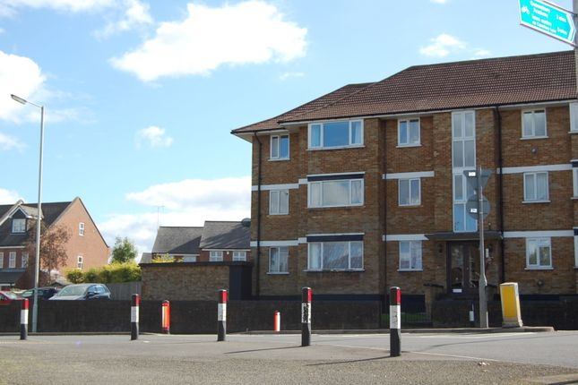 Thumbnail Flat to rent in Meadway Court, Dunstable