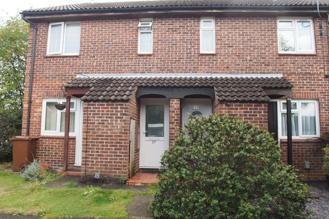 Maisonette to rent in Shepperton Close, Walderslade, Chatham