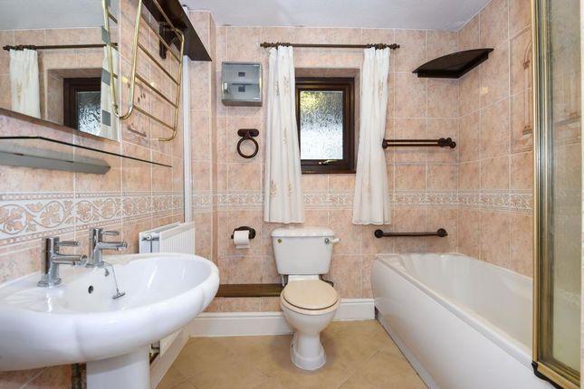 Bathroom of Knapplands, Newbridge-On-Wye LD1