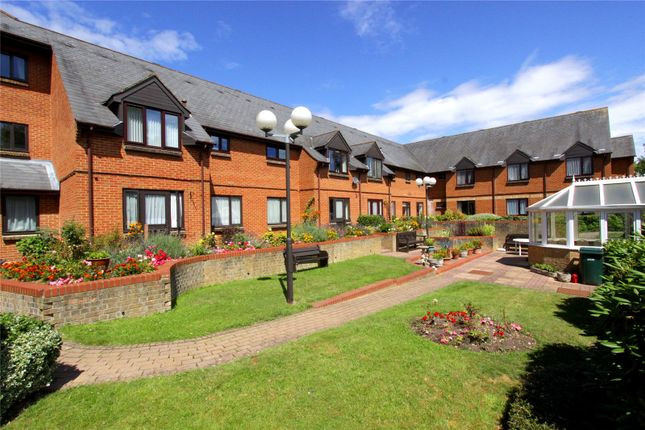 1 Bed Flat For Sale In Breakspear Court The Crescent