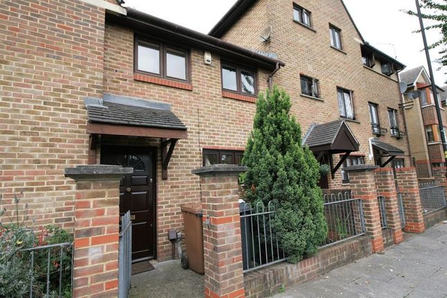 Thumbnail Town house for sale in Tupelo Road, London