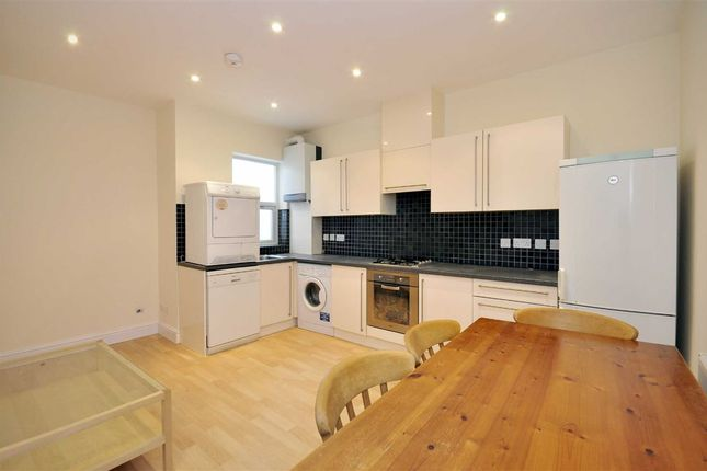 3 bed flat to rent in Weedington Road, Kentish Town, London