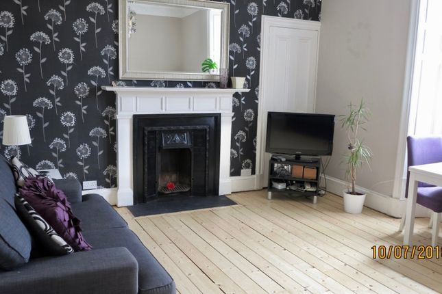 Thumbnail 2 bed flat to rent in Iona Street, Leith Walk, Edinburgh