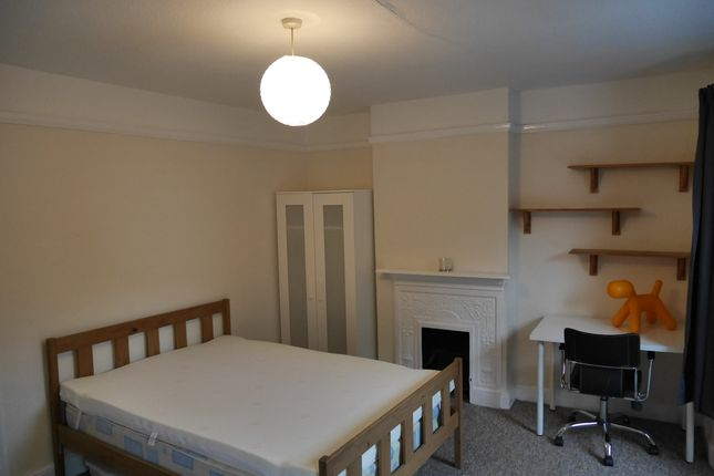 Thumbnail Shared accommodation to rent in West Wycombe Road, High Wycombe